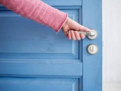 Comment procéder pour remplacer une porte ?