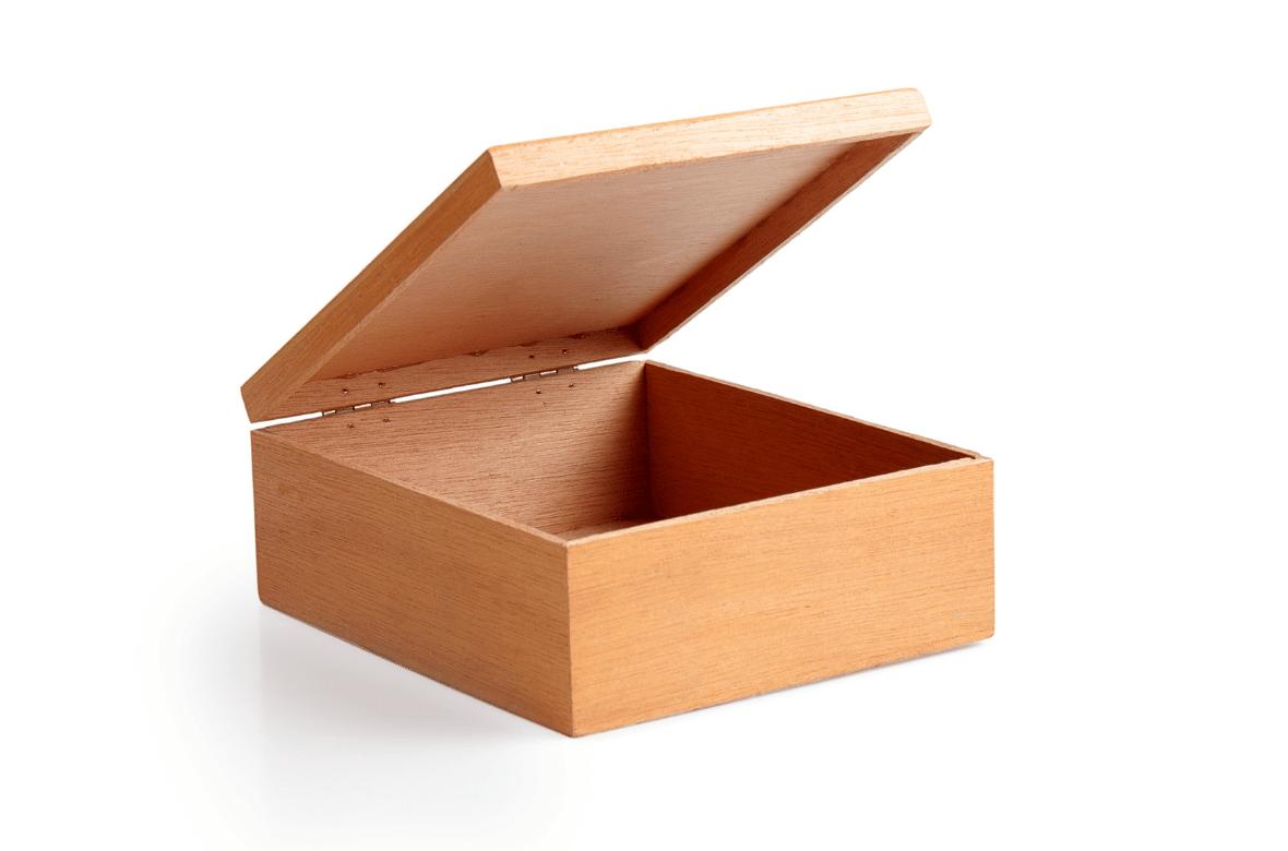 Une boite en bois clair